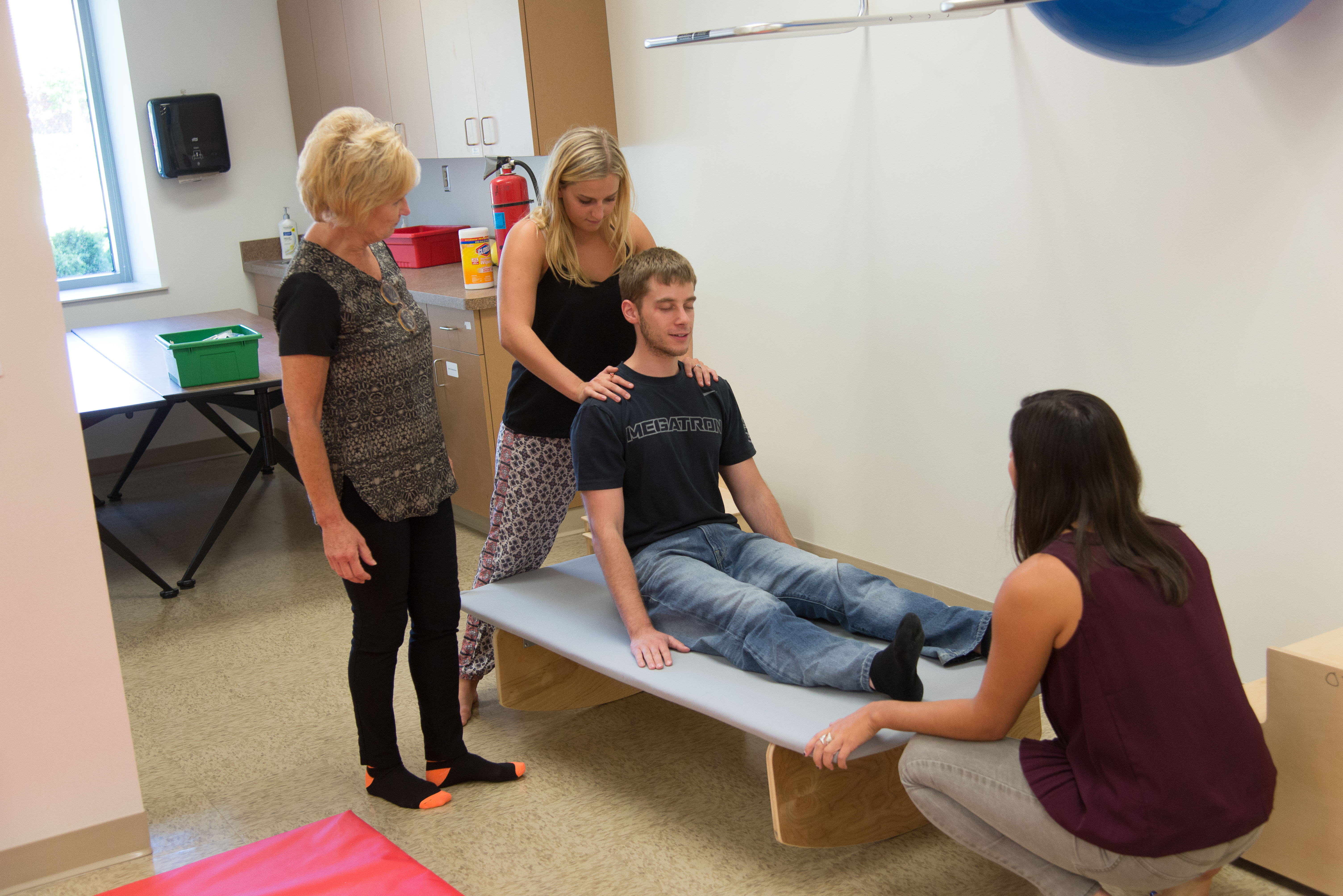 Clinic pediatric physical therapy - Occupational Therapy Class In Pediatric Clinic In The York Institute